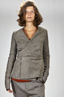 hip-length jacket in suede blister leather, parts in wool knitwear with narrow ribbeds, lined in cupro  - 120