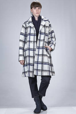 knee length coat in polyester, wool and acrylic cloth with big check pattern, cupro lined  - 327