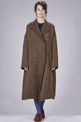 long and wide coat in double knit of wool, polyamide, yak, mohair and elastane with herringbone fabric effect - BOBOUTIC