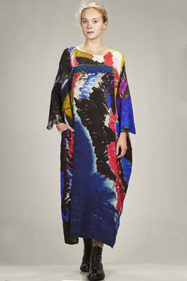 long and wide dress in silk crêpe de chine with abstract painting  - 195