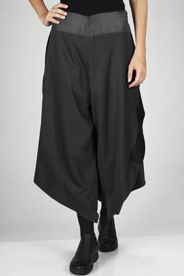 132 5. Issey Miyake – very wide divided skirt in smooth a-poc canvas of polyester  - 47