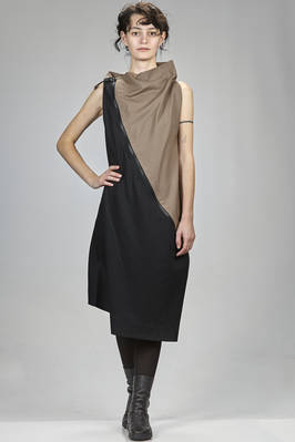 132 5. Issey Miyake – calf length dress in mate canvas of recycled polyester and wool, bicoloured  - 47