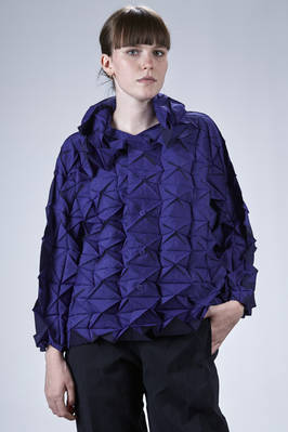 hip-length jacket in three-dimensional prisms polyester plissé with contrasting color borders  - 47