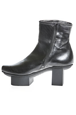 SPIKE ankle boot in smooth and shinny cowhide leather with Japanese heel - TRIPPEN