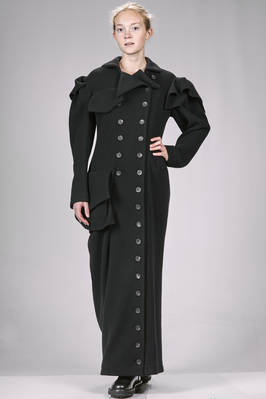 long and slim fitted 'sculpture' coat in slightly stretch cloth of wool and nylon, hand soft  - 73