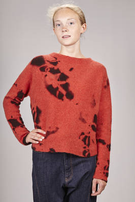 hip-length sweater in very soft cashmere knit dyed with the madara shibori technique  - 352